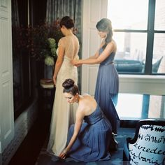Little bit obsessed with these chic pleated bridesmaids dresses + slim metallic belts by Donna Morgan