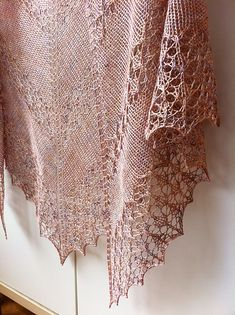 Ravelry: Mardunk's June in splendour - free pattern download; thanks, Inese Andzane!