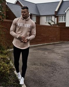 """14.7 mil curtidas, 39 comentários - A L E X B O W E N (@ab_bowen) no Instagram: """"@kalibre_clothing dropping that use my discount code for 20% AB20 im nice like that ✌"""""""