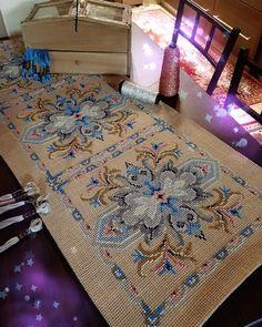 Cross Stitch Geometric, Cross Stitch Borders, Cross Stitch Flowers, Cross Stitch Patterns, Bead Embroidery Jewelry, Beaded Embroidery, Cross Stitch Embroidery, Embroidery Patterns, Beginning Embroidery