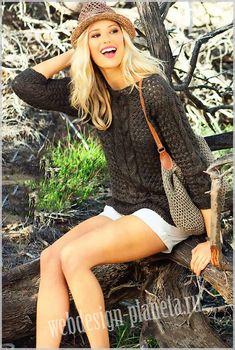 Jaqueta a mitja. Talles 40 i 48 amb gràfic i patró Коричневый пуловер спицами и подходящая для него сумочка связаны из бамбукового полотна, очень похожего на льняное. Все приятные качества льна порадуют вас в этом симпатичном комплекте....Размеры пуловера спицами: 38-40 (42-44) 46-48..Размеры сум...