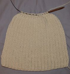 bonnet en laine Beret, Knitting Yarn, Turban, Knitted Hats, Beanie, Couture, Skirts, Bandeau, Point