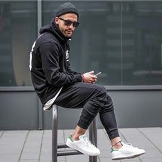 How to Style Adidas Superstar Men. Adidas superstar shoes are the newest and probably a fantastic sneaker trend that is taking all sporty and western fashion by storm for both men and women alike. Tenis Stan Smith, Adidas Stan Smith Outfit, Stan Smith Men, Moda Sneakers, Sneakers Mode, Sneakers Fashion, Adidas Sneakers, Sneakers Style, Adidas Zx