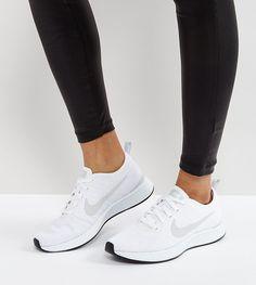 ¡Consigue este tipo de deportivas de Nike ahora! Haz clic para ver los detalles. Envíos gratis a toda España. Zapatillas de deporte blancas Dualtone Racer de Nike: Zapatillas de deporte de Nike, Exterior de tela, Cierre de cordones, Marca en la lengüeta y en la abertura, Acolchados para mayor comodidad, Logo de Nike en el lateral, Suela gruesa, Dibujo moldeado, Limpiar con un paño húmedo, Exterior: 100% textil. Nike domina la industria de la ropa de deporte dando un toque fresco y a la ...
