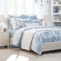 Crane & Canopy offers twin duvet covers in various styles, prints, and textures. Our twin XL and twin duvet covers looks beautiful and feel silky-soft. Blue And White Bedding, Blue Duvet, White Duvet, Blue Bedding Sets, Chic Bedding, Duvet Bedding, Bedding Decor, Modern Bedding, Gray Comforter