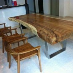 20 tips will help you improve the environment in your bedroom. Wood Slab Table, Solid Wood Dining Table, Decor Interior Design, Interior Design Living Room, Table And Chairs, Dining Chairs, Restaurant, Decoration, Sweet Home