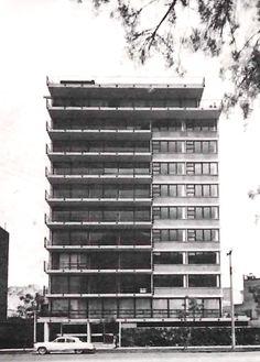 Edificio de departamentos de lujo en condominio, calle Newton en la esquina de Hegel, Polanco, México, DF 1959   Arq. Manuel Rosen Morrison -   Luxury apartment condominium, Newton street at the corner of Hegel, Polanco, Mexico City, 1959
