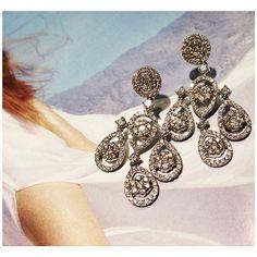 Let your #sparkle #shine this weekend! #TGIF #diamonds #1800loosediamonds #jewelry #diamond #earrings #love #chic #losangeles #dtla #finejewelry #gold #fashion #bridal