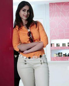 Ileana Sexy Stills in Orange Top - Actress Album Indian Actress Hot Pics, Indian Bollywood Actress, Beautiful Bollywood Actress, Most Beautiful Indian Actress, Bollywood Fashion, Indian Actresses, Bollywood Girls, Bollywood Saree, Beautiful Girl Image