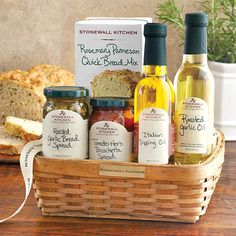 Antipasto Gift Basket from Stonewall Kitchen Kitchen Gift Baskets, Housewarming Gift Baskets, Wine Gift Baskets, Basket Gift, Creative Gift Baskets, Food Baskets, Best Gift Baskets, Housewarming Party, Themed Gift Baskets