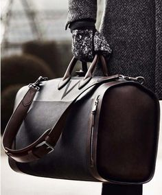 Leather travel bag, to keep your style essentials safe while on holiday or on a business trip.