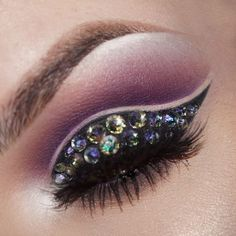"""""""You guys wanted close ups so here's a close up! (This was also taken while highly intoxicated) I've been really into double cut creases lately and…"""""""