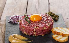 [Spécial #RawFood🍴]  10 recettes à dévorer toutes crues !  #tagliatelles #carpaccio #involtini #boeuf #tataki #thon #saumon #salade #tartare #concombre #avocat #ceviche Ceviche, How To Prepare Steak, Steak Tartare, Beef Fillet, Carpaccio, Fresh Chives, Beef Steak, Meat Lovers, Steak Recipes