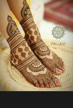 Explore latest Mehndi Designs images in 2019 on Happy Shappy. Mehendi design is also known as the heena design or henna patterns worldwide. We are here with the best mehndi designs images from worldwide. Dulhan Mehndi Designs, Mehandi Designs, Mehndi Designs Feet, Legs Mehndi Design, Mehndi Design Photos, Unique Mehndi Designs, Tattoo Designs, Mehndi Images, Heena Design