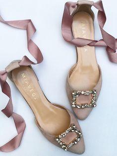 Pretty Shoes, Beautiful Shoes, Cute Shoes, Me Too Shoes, Designer Shoes Heels, Discount Designer Shoes, Shoes For Wedding Guest, Wedding Shoes, Dream Shoes