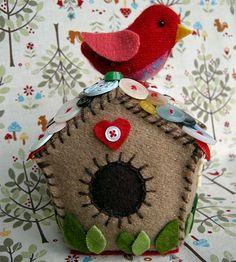 !!!!♥ Feltro-Aholic ♥ Moldes e pap em feltro e feltro estampado!: Casinhas de passarinhos feitas em feltro!