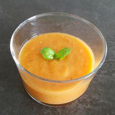Le gaspacho est avec le melon un grand classique de nos assiettes fraîches de l'été. Pour composer une assiette déjeuner, en entrée d'un dîner, pour le brunch ou l'apéro... c'est frais, c'est bon et, dans la version que je vous propose, très léger. A consommer sans modération donc!