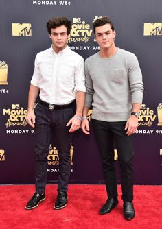 Internet personalities Ethan Dolan (L) and Grayson Dolan attend the 2018 MTV Movie And TV Awards at Barker Hangar on June 2018 in Santa Monica, California. Tv Awards, Mtv Movie Awards, Adriana Lima Victoria Secret, Victoria Secret Fashion, Ethan Dolan, Grayson Dolan, Beauty And Beast Birthday, Dollan Twins, Perfect Movie