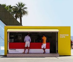Pantone has opened a temporary pop-up cafe on Grimaldi Forum in Monaco. The Monaco Restaurant Group is behind the colorful cafe that serves color-coded coffee, croissants, Italian sodas, sandwiches… Pop Up Cafe, Monaco Restaurant, Pop Up Restaurant, Restaurant Ideas, Pantone Cafe, Cafe Monaco, Colorful Cafe, Paulette Magazine, Container Cafe