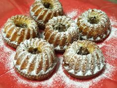 Mini kuglóf Minion, Doughnut, Muffin, Favorite Recipes, Desserts, Food, Tailgate Desserts, Deserts, Muffins