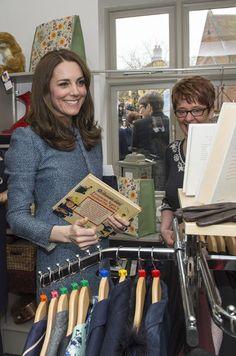 La duchesse de Cambridge, née Kate Middleton, a acheté un petit cadeau à son fils Baby George ce vendredi alors qu'elle inaugurait un magasin caritati...