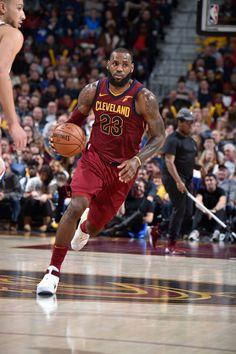 Lebron James Basketball Is Life, Basketball Legends, Sports Basketball, Basketball Players, King Lebron James, King James, Cleveland Caveliers, Lebron James Wallpapers, Basketball Highlights