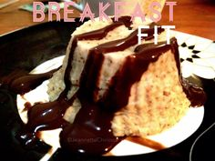 :::: Cupcakes FIT con Syrup de Chocolate Sugar Free :::: ✅ 40 grs avena en hojuelas ✅3 claras ✅ 1 huevo entero ✅ 1/2 Banana hecha puré ✅ 5 cucharadas de agua ✅ Vainilla y Canela Mezclar bien todos los ingredientes con un tenedor y llevar al Microondas (dependiendo de cada uno, el mío se llevo 5min para 6 cupcakes que salieron) ... 〽 Receta inspirada en una de @Sunessol para desayunar