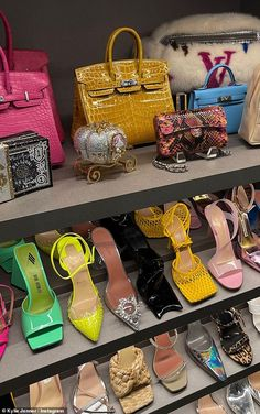 Luxury Purses, Luxury Bags, Cute Shoes, Me Too Shoes, Fashion Bags, Fashion Shoes, Estilo Hailey Baldwin, Accesorios Casual, Aesthetic Shoes