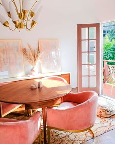 The pink dining room of our dreams💕 featuring our Amee chandelier in the Design: —Link in bio for Amee— Interior Inspiration, Room Inspiration, Interior Ideas, Home Interior Design, Interior Decorating, Interior Designing, Interior Door, Apartment Interior, Bathroom Interior