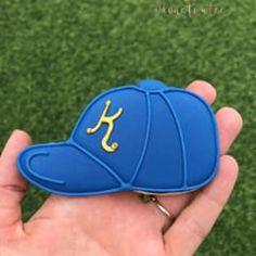 5ea644f8e48 Terri FryさんはInstagramを利用しています 「Baseball Hat Cookies 🧢⚾ 🧢⚾ 🧢⚾ . . Oh my  gosh
