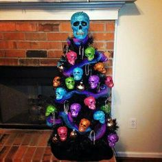 """""""Christmas Tree Halloween Tree """" probably you never thought of this idea. Halloween trees are a thing, and our holiday-obsessed hearts are filled with joy. Theme Halloween, Halloween Trees, Halloween Christmas, Halloween Crafts, Happy Halloween, Halloween Decorations, Christmas Crafts, Beard Decorations, Mexican Christmas"""