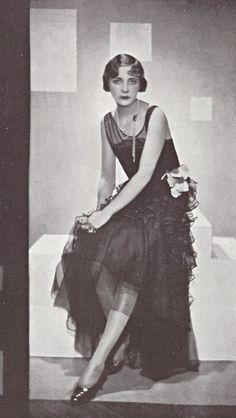 Lucile Paray, French haute couture and film costume designer. 20s Fashion, Art Deco Fashion, Fashion History, Vintage Fashion, Flapper Fashion, Vintage Glamour, Vintage Beauty, Paris Vintage, Vintage Cups