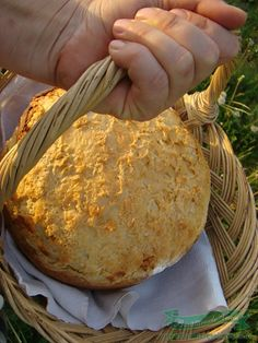 Homemade bread - Romanian recipe with translation My Recipes, Bread Recipes, Cooking Recipes, Cooking Bread, Bread Baking, Fresh Bread, Sweet Bread, European Dishes, Romanian Food