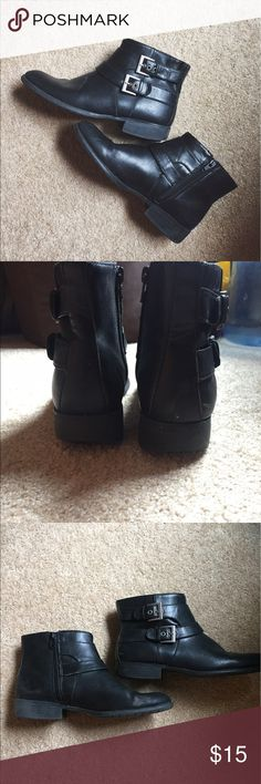Life Stride Black X-Moto Booties These boots have been gently worn and are still in great condition. I am ready to give them a new home! They are black booties with buckles on the side. Size is 9.5 M. So versatile!😍 Life Stride Shoes Ankle Boots & Booties