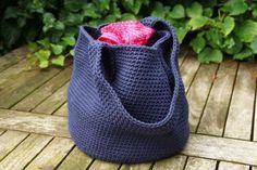 Kijk wat ik gevonden heb op Freubelweb.nl: een gratis haakpatroon van Kreafabriek om deze tas te maken https://www.freubelweb.nl/freubel-zelf/gratis-haakpatroon-tas-3/