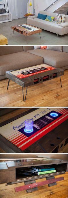 """Crea un ambiente """"nostálgico"""" en tu casa con esta mesita audio cassette. Construye nuestros herrajes y Abrasivos https://www.igraherrajes.com/ #ad"""