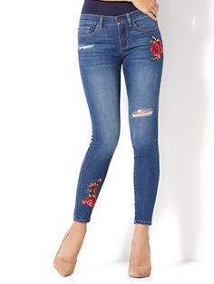 Shop Soho Jeans - Rose Patch Destroyed Ankle Legging - Force Blue Wash. Find your perfect size online at the best price at New York & Company.