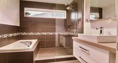 La plus belle du secteur! - Via Capitale Condo, Plus Belle, Corner Bathtub, Bathroom, Real Estate Broker, Bath, Washroom, Corner Tub, Bathrooms