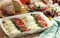Authentic Cannelloni - Grandma spooned the filling into the pasta shells, Mother poured the sauce over the shells, and I supervised! Spinach Ricotta Cannelloni, Cannelloni Recipes, Italian Dishes, Italian Recipes, Italian Cooking, Great Recipes, Favorite Recipes, Yummy Recipes, Recipies