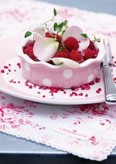 Diese hübsche Kuchen- oder Auflaufform aus dem Hause Greengate wartet sehnsüchtig darauf, neben leckeren Kuchen auch herzhafte Aufläufe, Pies oder Quiches zu beherbergen und anschließend aus dem Ofen auf den Tisch zu zaubern.