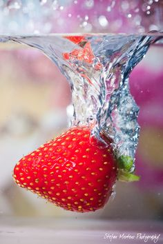 Strawberry and Water by cRomoZone on DeviantArt Micro Photography, Splash Photography, Fruit Photography, Fruit Splash, Perspective Photography, Still Life Photos, Water Droplets, Colorful Drawings, Flowers Nature