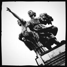 «С комсомольской страстью в глазах...» Скульптуры советских трудящихся на крыше Главного Павильона «Дом народов России» на ВВЦ - ВДНХ