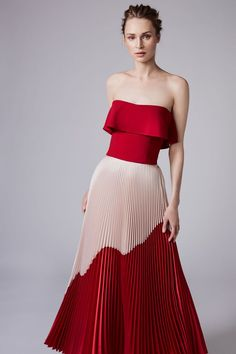 Acra Resort 2018 Fashion Show See the complete Reem Acra Resort 2018 collection.See the complete Reem Acra Resort 2018 collection. Trend Fashion, Fashion Mode, Look Fashion, Runway Fashion, Fashion Beauty, Fashion Design, High Fashion, Fashion 2018, Petite Fashion