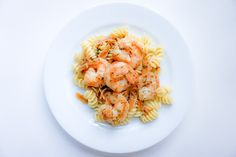 shrimp scampi with pasta Broiled Lobster Tails Recipe, Broil Lobster Tail, Fettuccine Alfredo, White Wine Butter Sauce, Zucchini, Shrimp Scampi Pasta, Dessert, Shrimp Recipes, Seafood Recipes