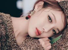 Pony park hye min make up ☆☆ Pony Makeup, Eye Makeup, Pony Korean, Park Hye Min, Korean Make Up, Moisturizer With Spf, Aloe Vera Gel, Korean Beauty, Makeup Trends