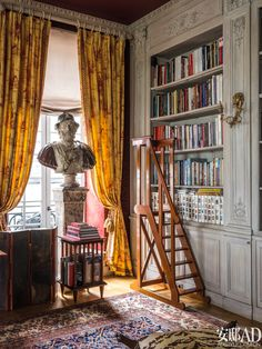 : American Chilean designer Juan Pablo Molyneux created a dream home in Paris for himself. House Paint Interior, Interior And Exterior, Interior Decorating, Interior Design, Living Room Color Schemes, Home Libraries, Classic Interior, House Painting, Home Office