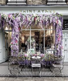 Floral facades get us every time . in London Flower Shop Design, London Cafe, Raindrops And Roses, Village Photos, Flower Tea, Flower Aesthetic, Adventure Is Out There, Perfect Place, Beautiful Places