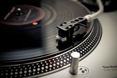 Turntables, the best way to listen old music!