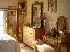 Dollhouse Number 9 - The Grandville これ、ドールハウス! Miniature Rooms, Miniature Houses, Vintage Room, Bedroom Vintage, Vintage Paper, Cozy Room, Aesthetic Bedroom, Dream Rooms, New Room