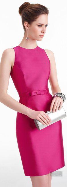 Modelo clássico para ser usado em ambiente profissional com um tecido mais fosco e acessórios para o dia.